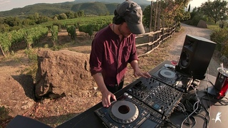 Tuscany vibes with Black Loops and Houseum