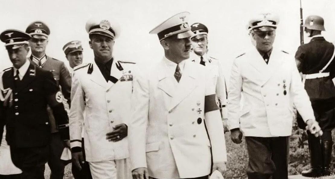 Гитлер и моряки