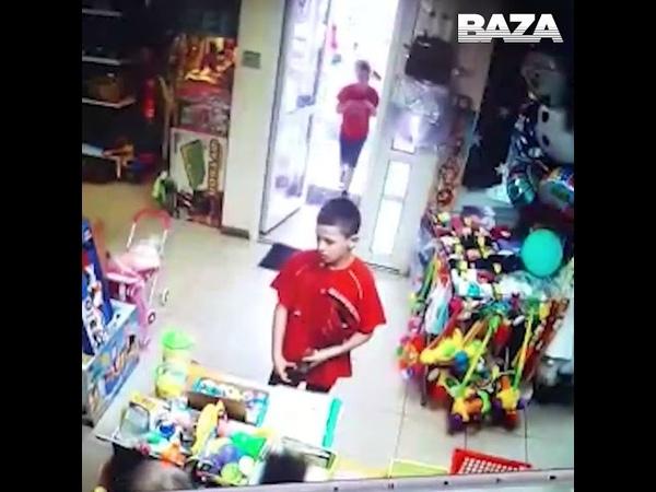 На Урале двое второклассников напали с пневматическим пистолетом на магазин игрушек.
