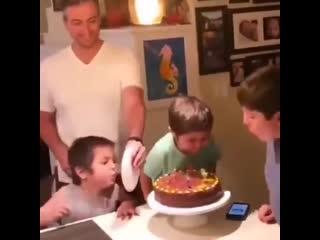 Когда младший брат - мразь