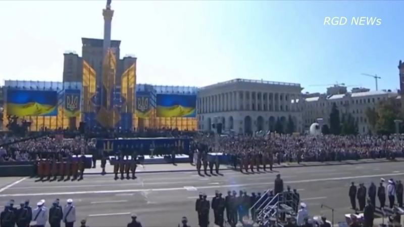 Два солдата потеряли сознание во время речи Порошенко в честь дня независимости Украины
