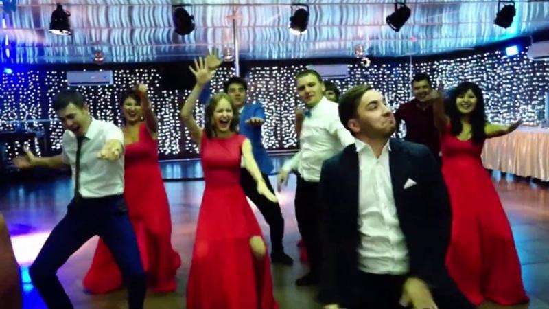 Танец подружек невесты и друзей жениха на свадьбе они не знали что так смогут Waiting For Love