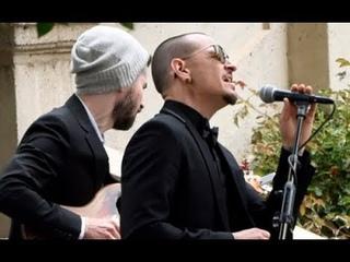 "Chester Bennington sings ""Hallelujah"" in Eulogy to Chris Cornell"