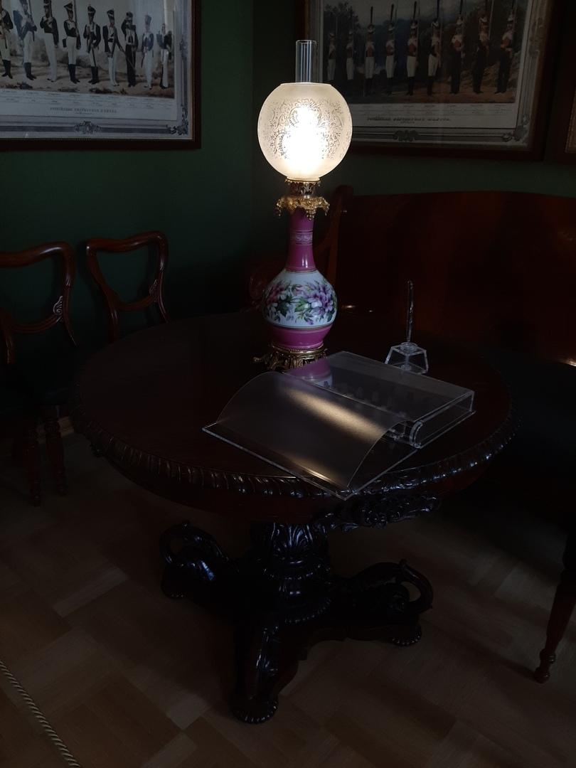Фарфоровая кассельская лампа