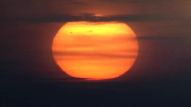 قريبا غروب الشمس