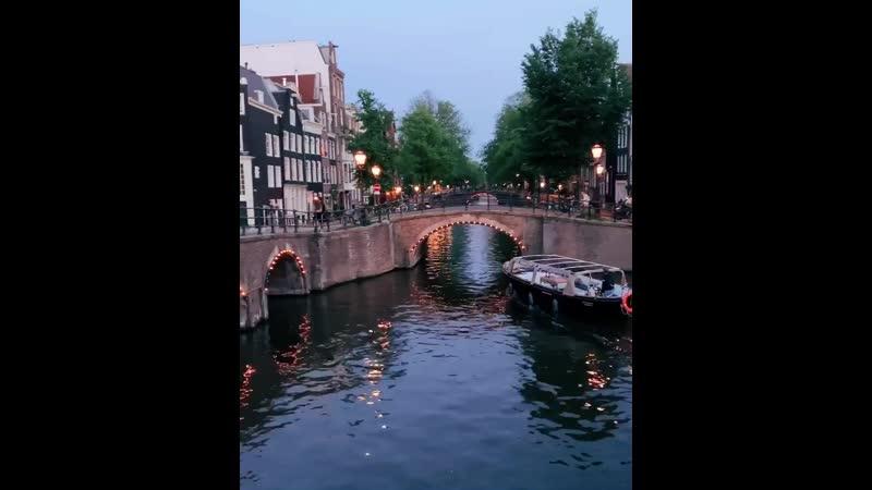Амстердам Никогда не пойму людей которые не любят этот город ✨ на мой взгляд он волшебный конечно не все его районы 🤪