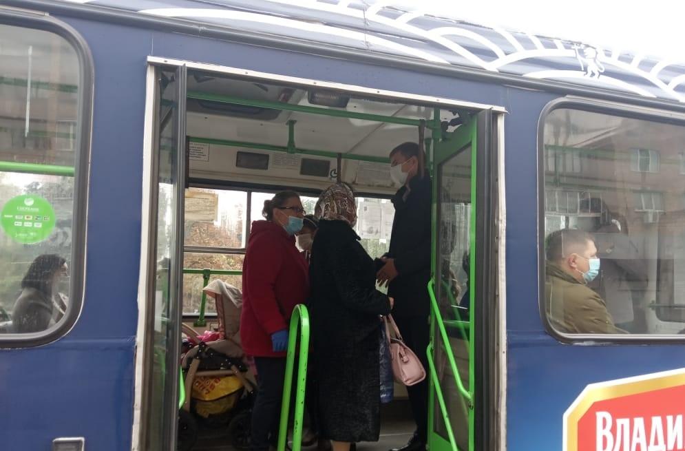 В Курске пассажиров без масок продолжают высаживать из автобусов